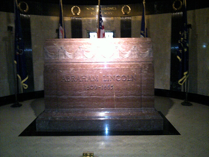 Visiting Abraham Lincoln's Tomb in Springfield, Illinois ...